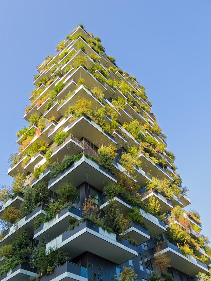 Vertikala Forest Tower i Milan Italy royaltyfria foton