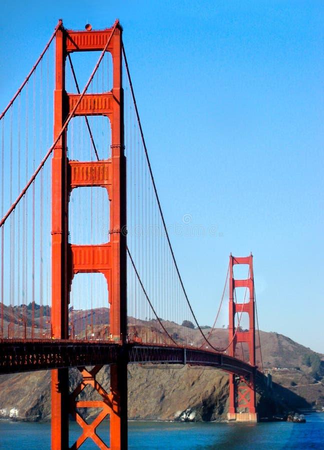 Vertikala Golden gate bridge står högt Kalifornien fotografering för bildbyråer