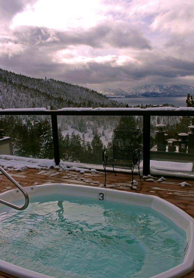 Vertikala varma badar sikt av södra Lake Tahoe från Ridge View arkivbilder