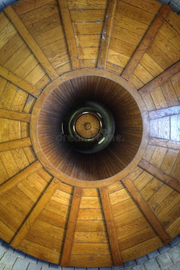 Vertikale Ansicht innerhalb des Messines-Turms lizenzfreie stockbilder