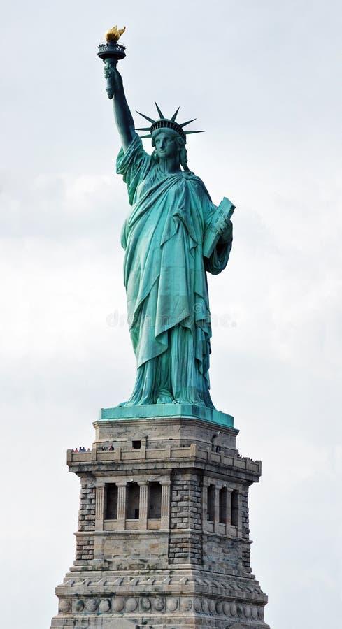 Vertikale panoramische Ansicht des Freiheitsstatuen lizenzfreie stockfotografie