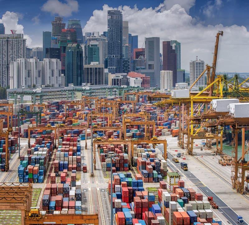 Vertikale panoramische Draufsicht über Singapur-Hafen stockfotografie
