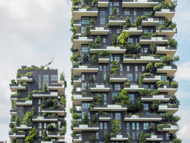 Vertikale Waldgebäude in Mailand, im Mai 2015 stockfotos