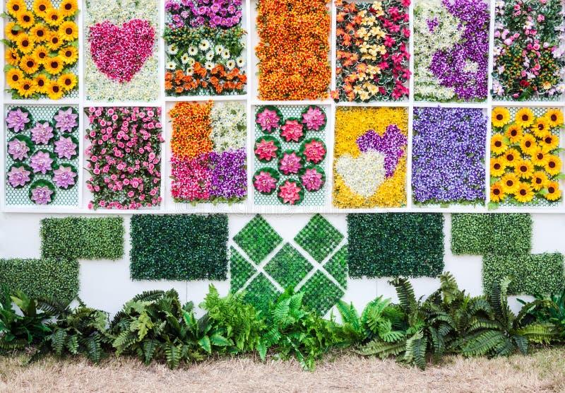 Vertikaler Blumengarten stockfotografie