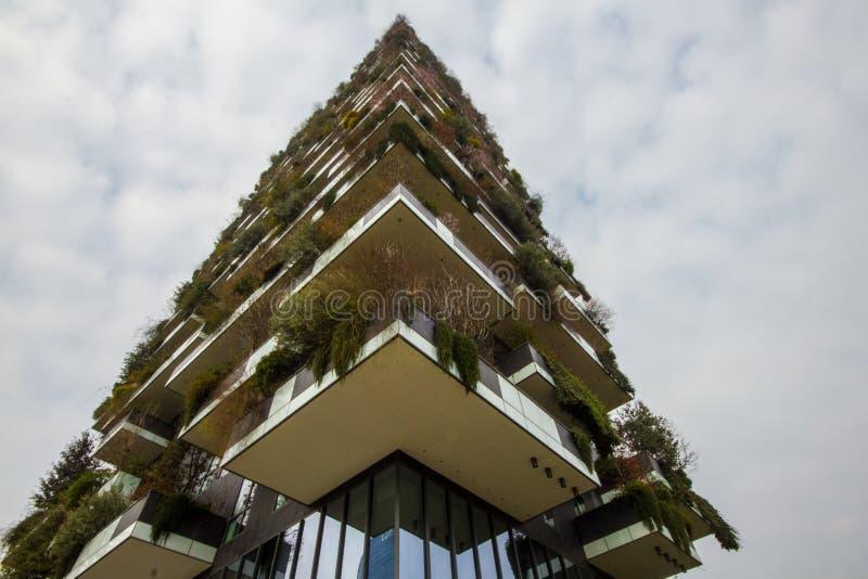 Vertikaler Waldpalast in Mailand lizenzfreies stockfoto