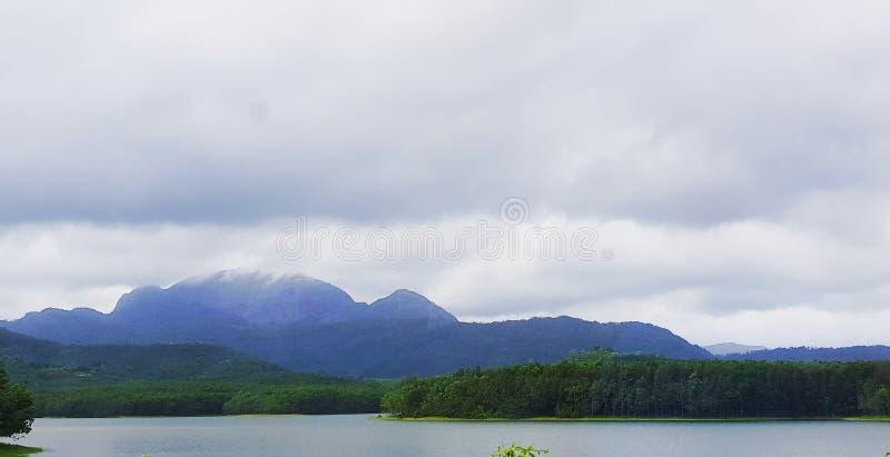 Vertikales Panorama von 3 HDR Bildern lizenzfreie stockfotos