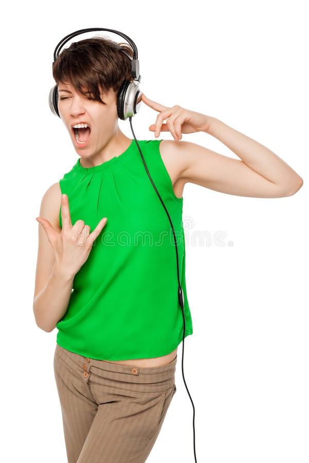 Vertikales Porträt der Frau DJ mit Kopfhörern auf einem Weiß stockfotos
