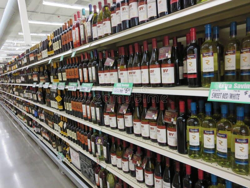 Vertoning van dure wijnen royalty-vrije stock foto's
