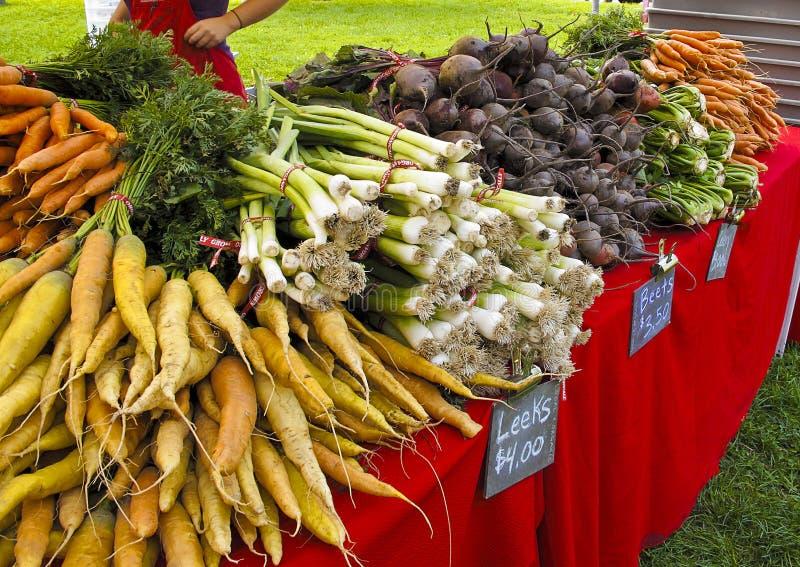 Vertoning van groenten bij de Markt van Landbouwers stock foto's