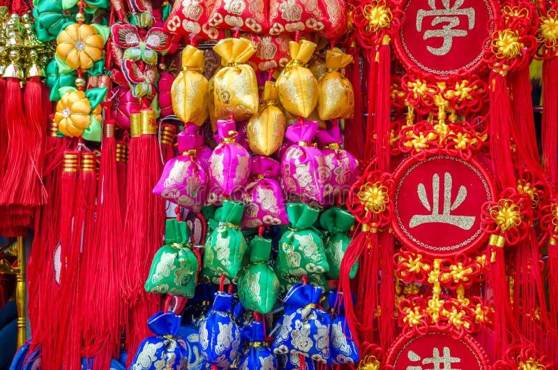 Vertoning van heilige heilige decoratieve hangende Chinese voorwerpen royalty-vrije stock foto's