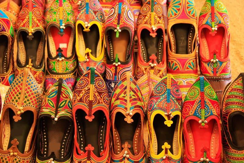 Vertoning van kleurrijke schoenen, Mehrangarh-Fort, Jodhpur, India stock afbeelding