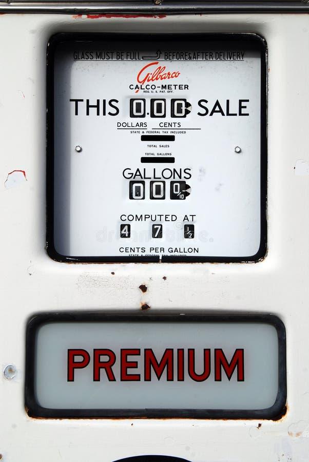 Vertoning van oude brandstofpomp stock foto's