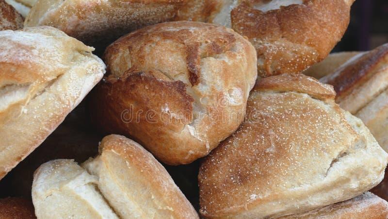 Vertoning van vers-Gebakken Brood bij een Landbouwers` Markt royalty-vrije stock fotografie