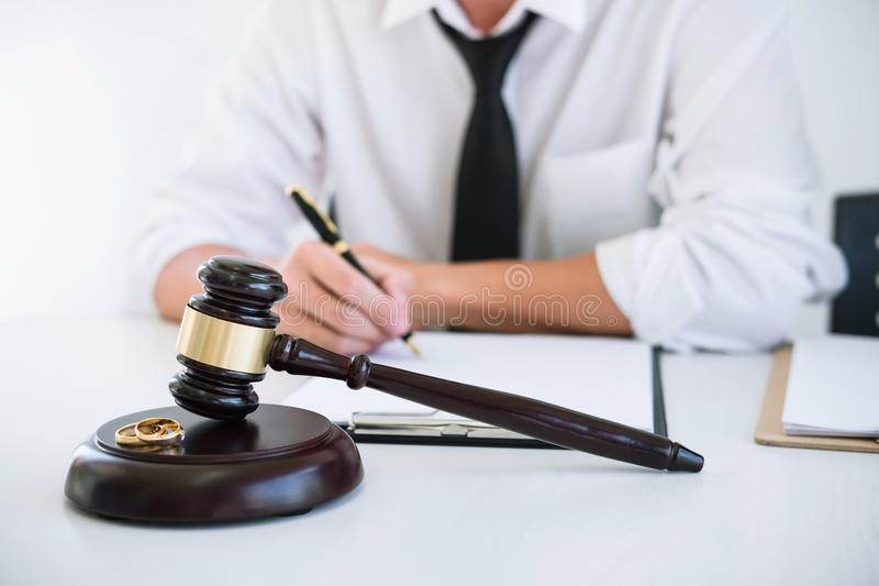 Vertrag der Scheidungsauflösung oder Annullierung von Heirat, h lizenzfreie stockfotografie