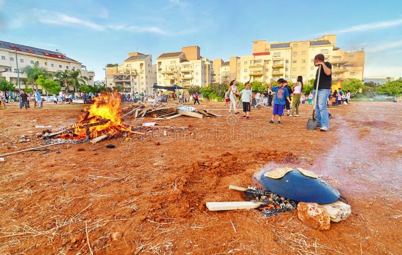Vertraging BaOmer Taboon en Vuren in Israël stock foto's
