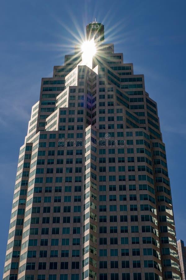 Vertrauens-Turm TD Kanada mit Sonnendurchbruch lizenzfreie stockfotos