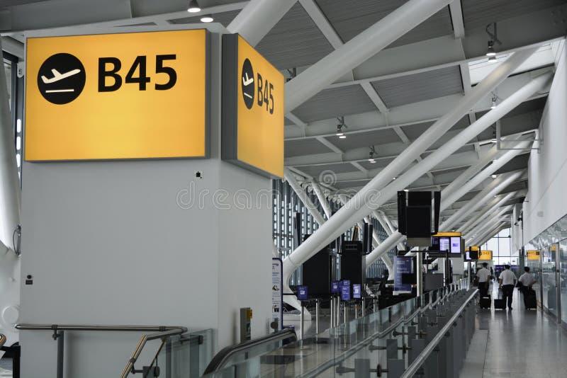 Vertrekpoort bij de luchthaven van Heathrow royalty-vrije stock foto