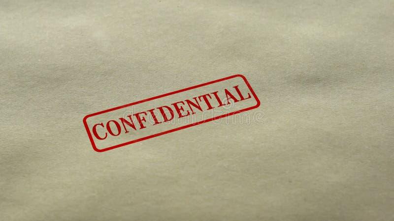 Vertrouwelijke die verbinding op lege document achtergrond, persoonsgegevensnondisclosure wordt gestempeld royalty-vrije stock afbeelding