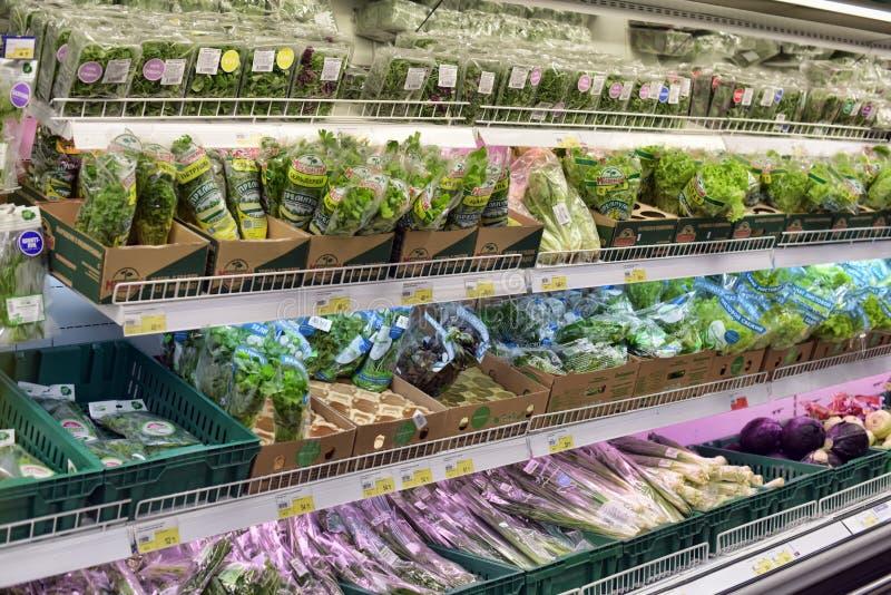 Verts dans le supermarché image stock
