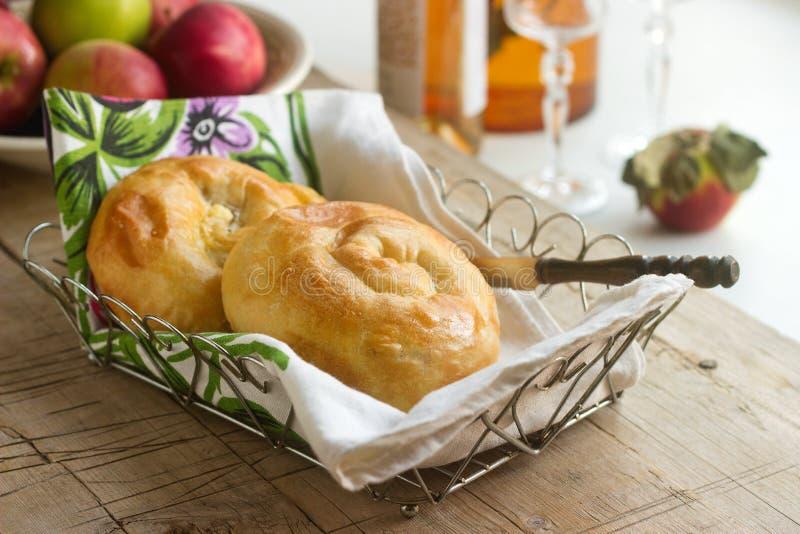 Vertuta, традиционный румын, молдаванка или балканский торт с творогом и укропом стоковое изображение rf