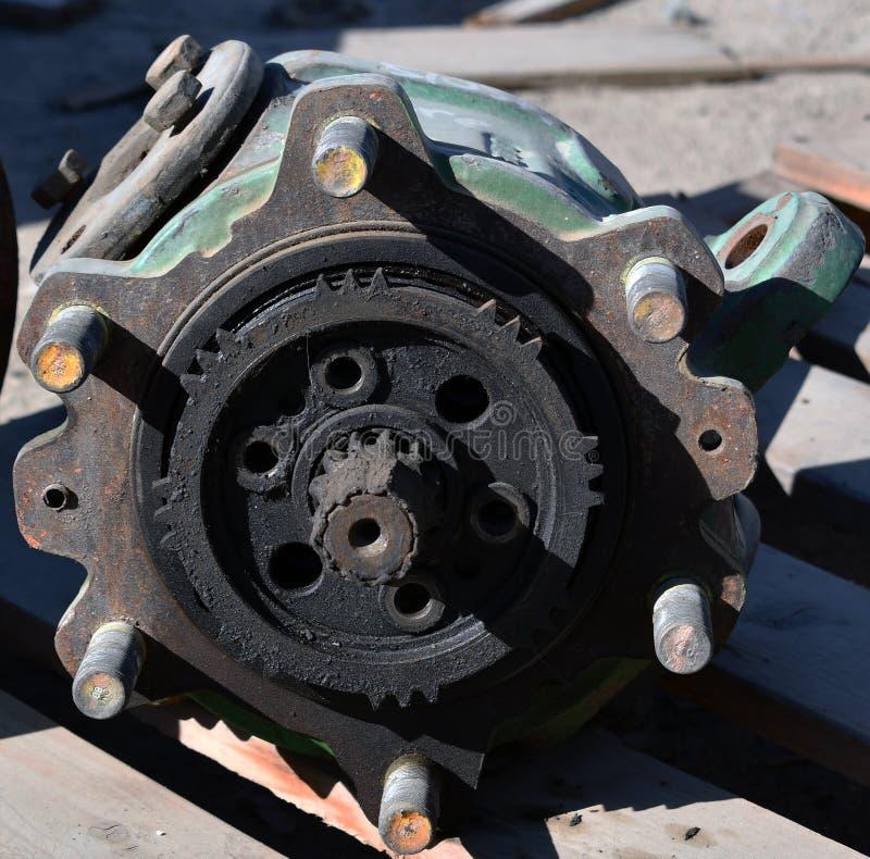 Vervangstukken van een toestelwiel op de hydraulische pomp van het tractortoestel royalty-vrije stock foto's
