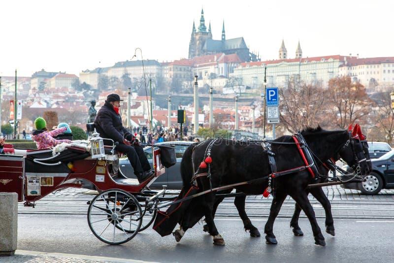 Vervoer met paarden Praag (Tsjechische Republiek) royalty-vrije stock afbeelding