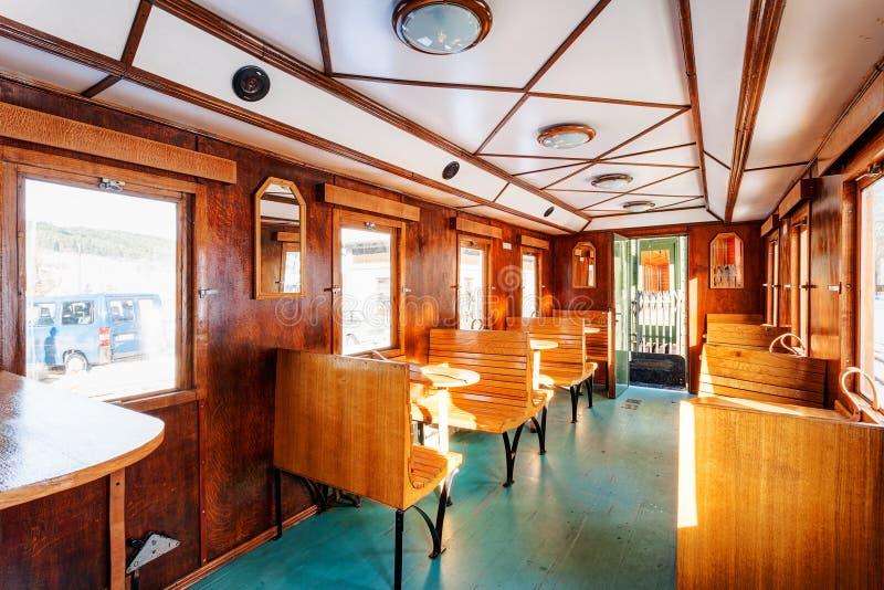 Vervoer van de luxe het oude trein stock afbeeldingen