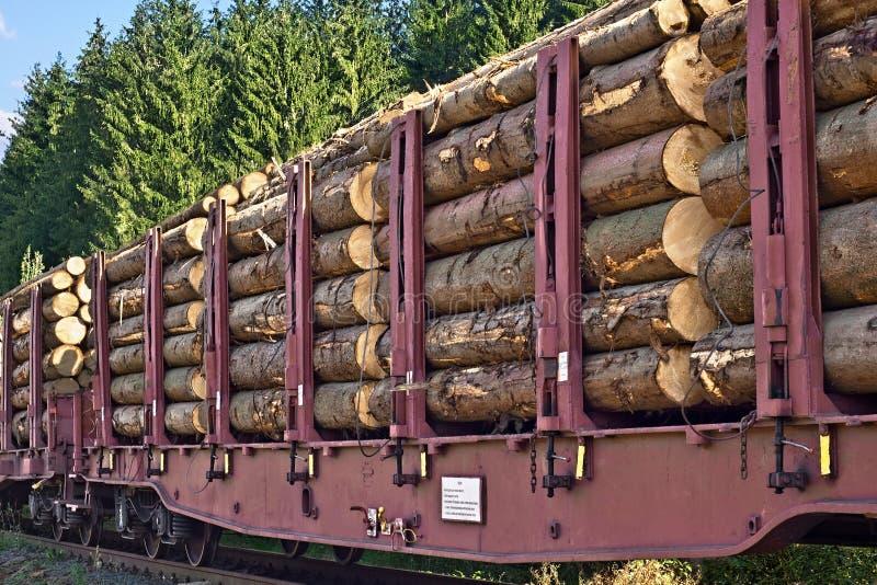 Vervoer van houten logboeken stock fotografie