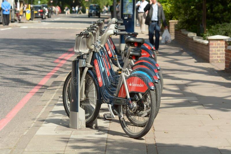 Vervoer voor de fietsen van Londen in rek in Londen, Engeland stock foto