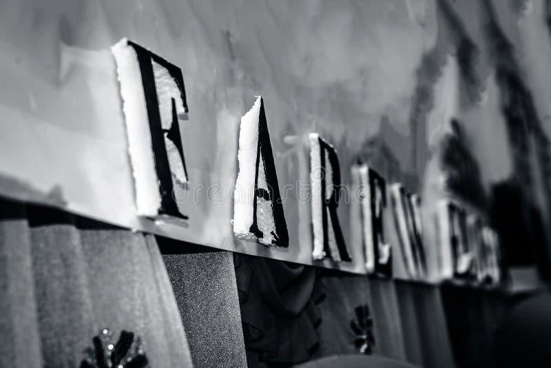 Vervoerprijsthee met decoratieve brieven goed wordt geschreven die stock afbeelding