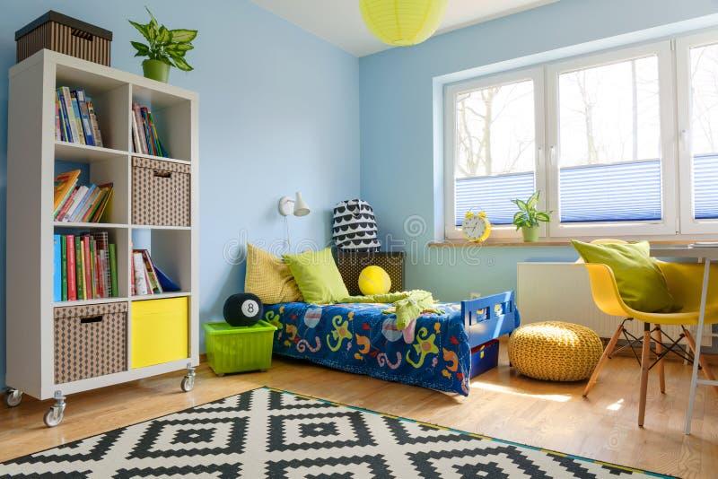 Vervollkommnen Sie Platz, um ein Kind zu sein lizenzfreie stockbilder