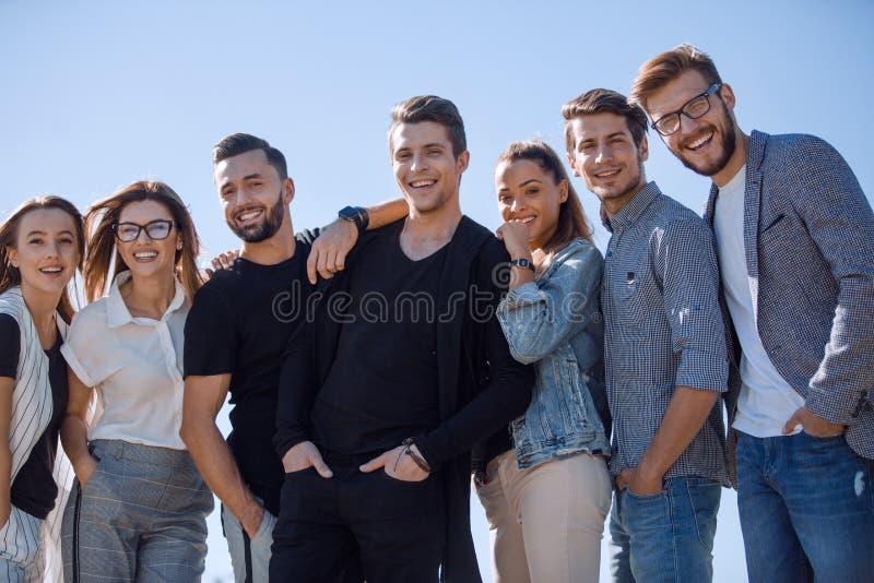 Vervollkommnen Sie Team Glückliche angenehme frohe Freunde lizenzfreie stockfotos