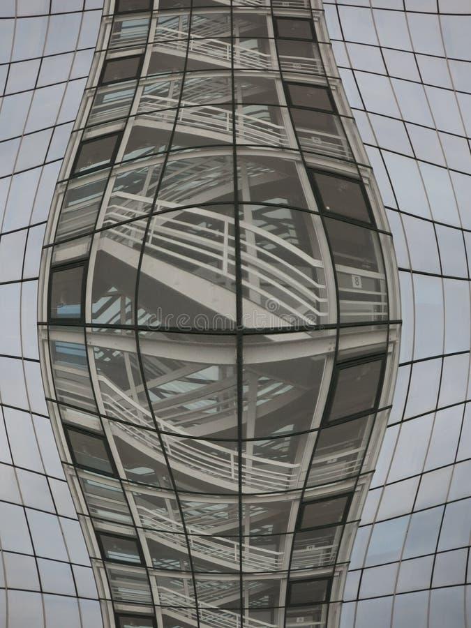 Vervormd glasvenster bij de bouw stock afbeeldingen