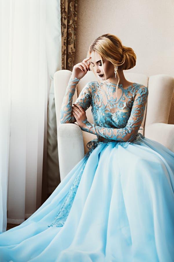 In verwachting van bruidegom stock fotografie