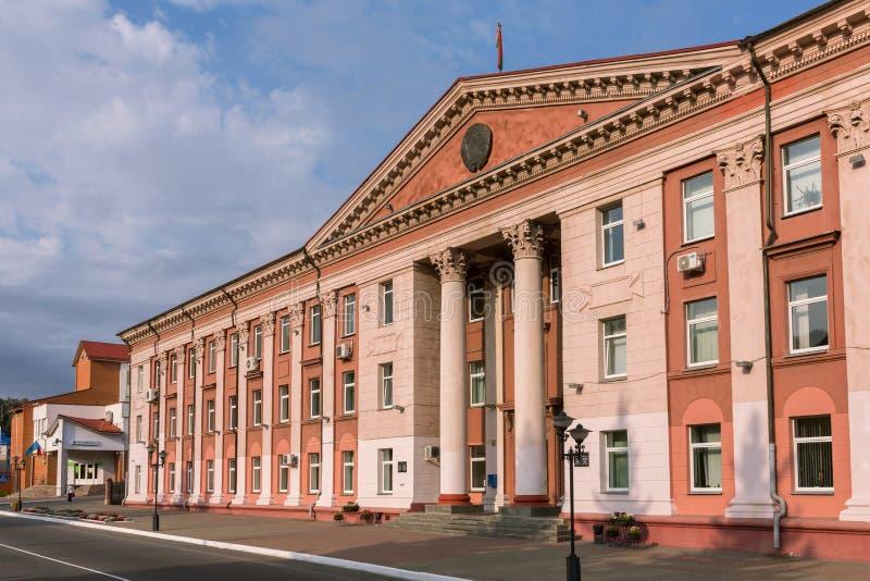 Verwaltungs- Gebäude der alten sowjetischen Architektur in Mozyr, Süd-Weißrussland lizenzfreies stockfoto