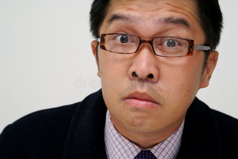 Verwarde Aziatische zakenman royalty-vrije stock afbeelding