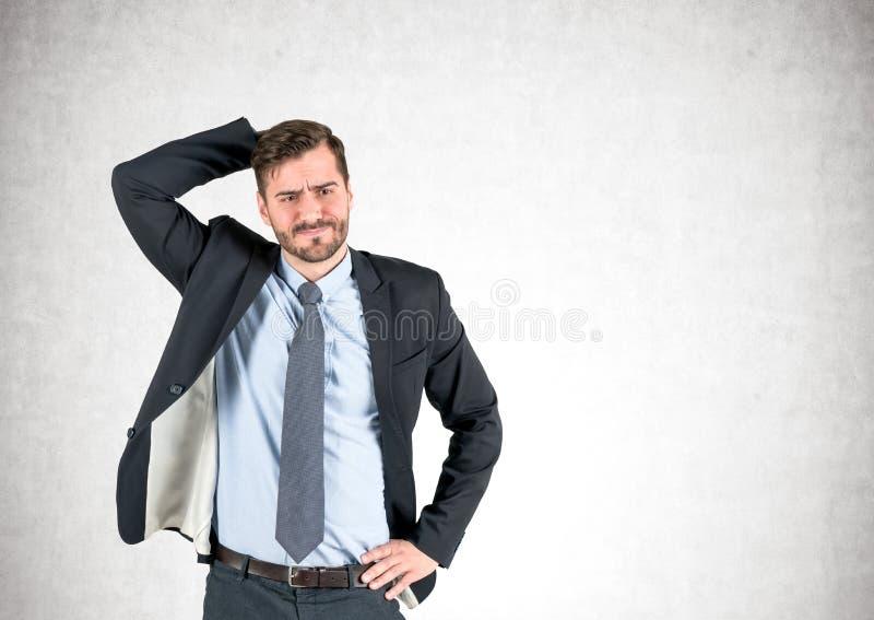 Verwarde gebaarde concrete zakenman, stock foto