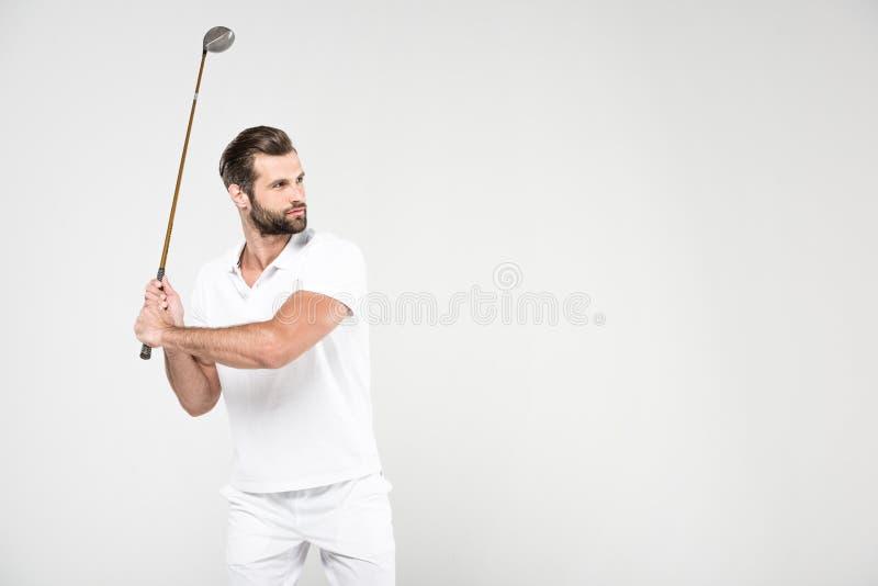 verwarde golfspeler in witte sportkleding met golfclub, royalty-vrije stock afbeeldingen