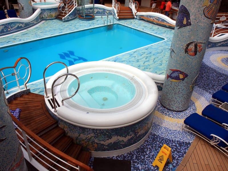 Verwarmde pool op het cruiseschip royalty-vrije stock afbeeldingen