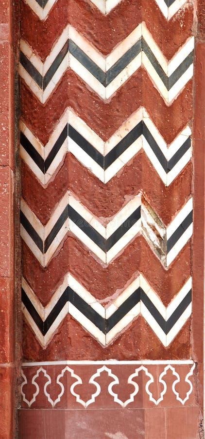 Verwickeltes Design und Carvings auf dem Eingangstor von Taj Mahal lizenzfreie stockfotografie