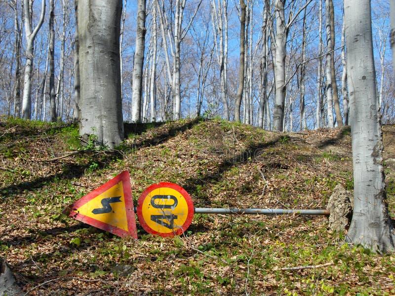 Verwijderde verkeersteken in park royalty-vrije stock afbeeldingen