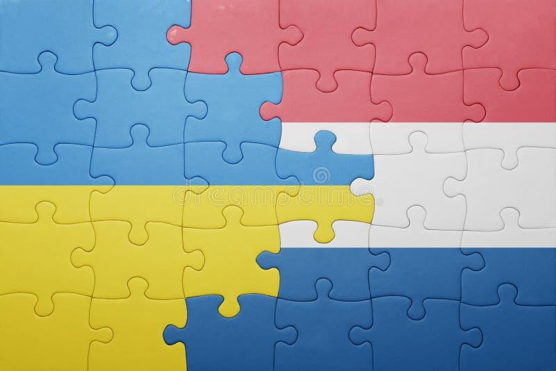 Verwirren Sie mit der Staatsflagge von den Niederlanden und von Ukraine lizenzfreies stockfoto