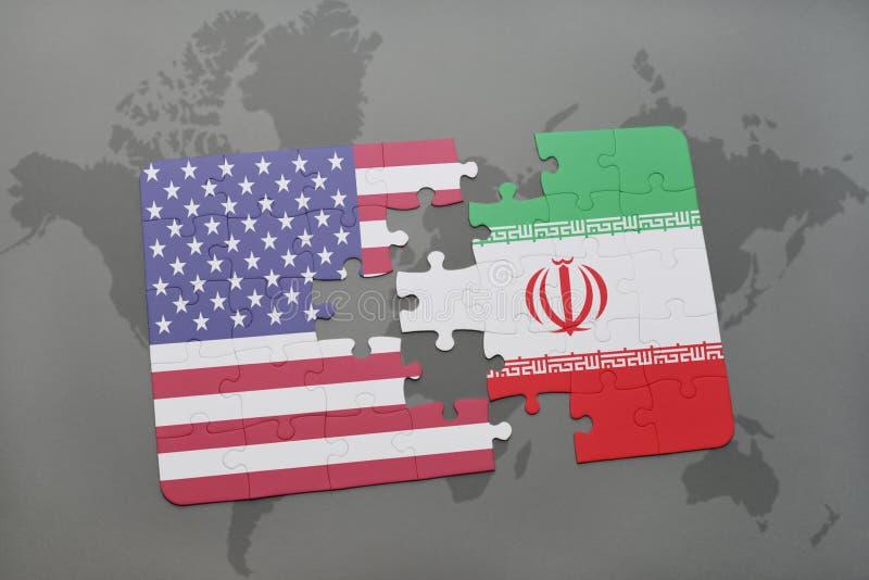 Verwirren Sie mit der Staatsflagge von Staaten von Amerika und von Iran auf einem Weltkartehintergrund vektor abbildung