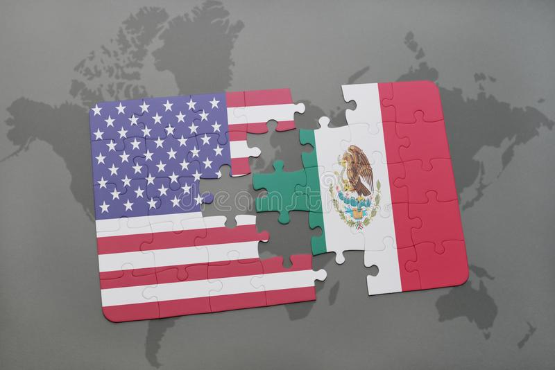 Verwirren Sie mit der Staatsflagge von Staaten von Amerika und von Mexiko auf einem Weltkartehintergrund stockbild