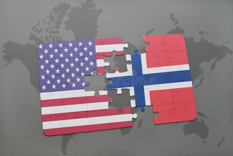 verwirren Sie mit der Staatsflagge von Staaten von Amerika und von Norwegen auf einem Weltkartehintergrund lizenzfreie stockfotos