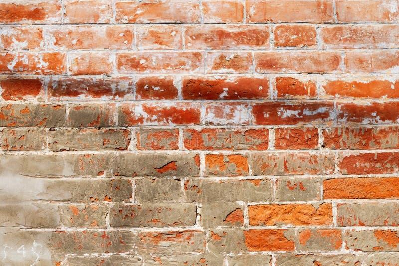 Verwitterte Beschaffenheit der alten redbrick Wandbeschaffenheit, grungy rostige Bl?cke verlie? befleckte alte Backsteinmauer lizenzfreie stockfotografie