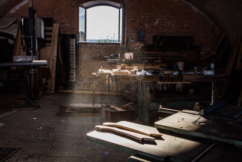 verworfene Holzarbeit stockfotografie