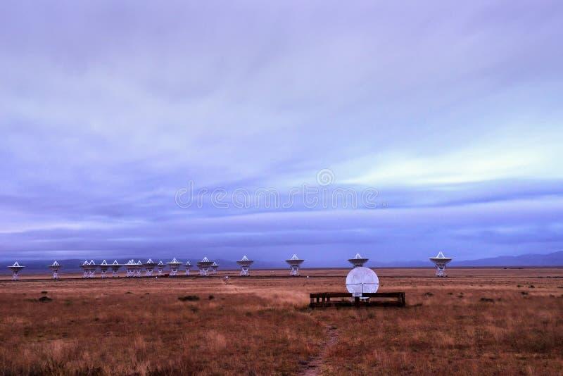 Very Large Array dei piatti dell'osservatorio di radioastronomia nel New Mexico fotografia stock libera da diritti