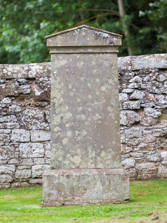 Free Very Old Gravestone In The Cemetery Stock Photography - 43554792