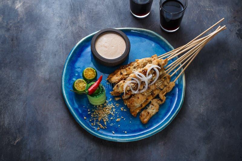 Verzadig of satay ayam - de kippenvleespennen met pindasaus, plaatsen voor verwoording royalty-vrije stock fotografie